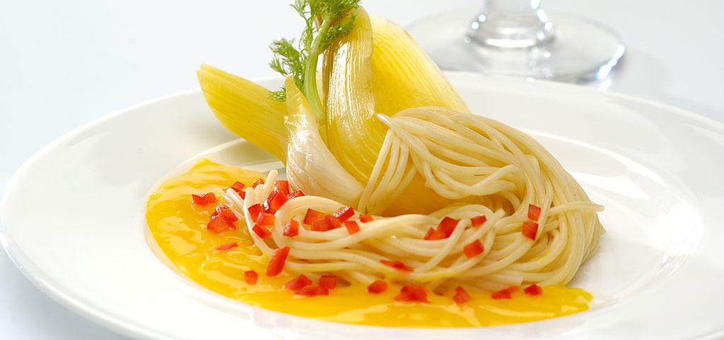 https://www.bioladen.de/fileadmin/bioladen_media/kochbuch/geschmacksreisen_orangen_safran_fenchel_spaghetti.jpg